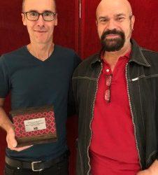 Tomás Afán recibe la escultura del Premio Francisco Nieva